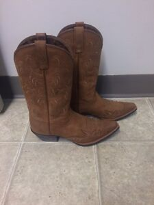 Women's Ariat boots size 6.5 Cornwall Ontario image 3
