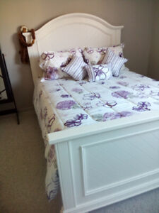 AS NEW QUEEN SIZE BED WITH MANY EXTRAS