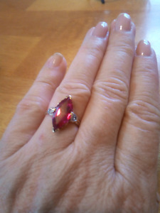 Vintage 10k yellow gold marquise ruby ring sz 5