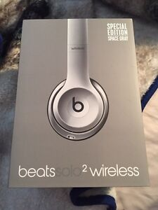 BEATS SOLO 2 WIRELESS *MINT CONDITION*