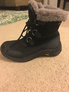 Brand New Condition Ugg Ostrander Boots London Ontario image 2