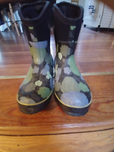 AWESOME BOGG BOOTS