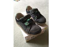Body Clarks Navy shoes - Size 7.5G (eur 25)