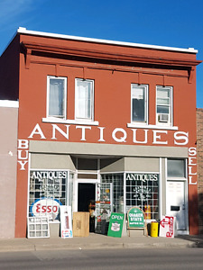 GRANDMA'S ANTIQUES....BRAND NEW LOOK
