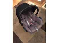 Maxi cosy car seat used once. 70 Ono