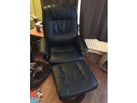 Reclining massage chair and footstall