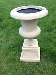 RESIN STONE-LOOK URNS/PLANTERS (SET)(TAUPE)(LIKE NEW)(Paid $400) London Ontario image 8
