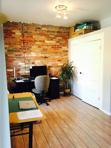 Spacious 1 bedroom with balcony in Parkdale