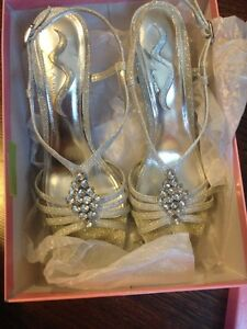 Silver Glitter Shoes With Diamond