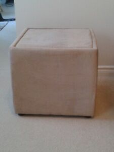 Storage cube / seat / end table
