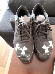 Under Armour Soccer Cleats men's 9.5 size