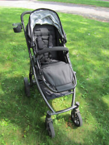 Uppababy Vista stroller w/ BRAND NEW BLACK FABRIC SET + bassinet