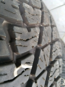 selling one Bridgestone Dueler 265/70R17