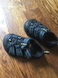 Sandals Keen for baby, Size 6- safe and soft