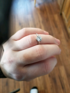 Beautiful white gold ring with diamond.