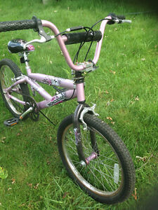 BMX    Mongoose   9 to 15 ans  years