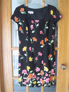 Scoop neck short  sleeve sheath dress in black & floral print