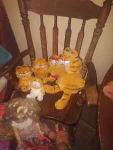 Five vintage garfield stuffies