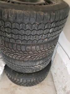 Set of 4 winter tires on rims 195/65/15 5-bolt