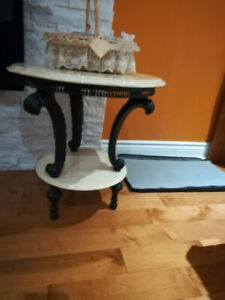 BEAUTIFUL WHITE MARBLE SIDE TABLE FOR $60