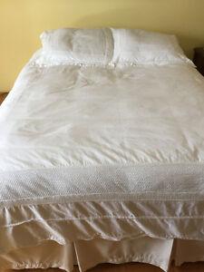 Literie en coton blanc pour lit queen (couette, housses ...)