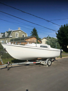 Voilier 26-27'. Evinrude 25hp