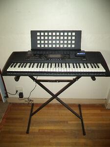 Yamaha PSR-320 Keyboard W/ Stand
