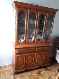 SOLID OAK DINING ROOM HUTCH WITH DISPLAY CABINET