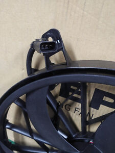 2004 Jeep Grand Cherokee Cooling Fan Assembly Stratford Kitchener Area image 2