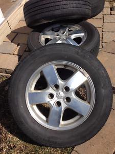 215/65R16 4 Pneus sur mag Dodge, bon état!