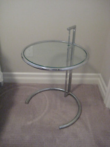 Urban Barn Modern Chrome & Glass Accent/End Table