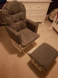 Brand new Graco glider with ottoman