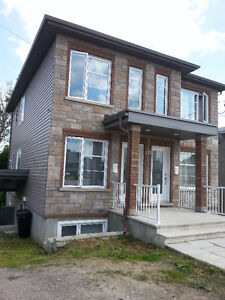 2 Bedroom Gatineau - Available For Rent à Louer!