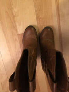 Only worn once size 7 women's Cowboy Boots