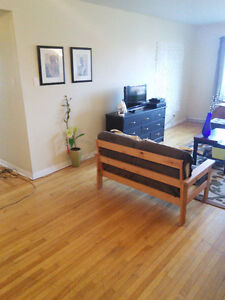 Really Big Room in Sunny Pointe-Claire Apartment