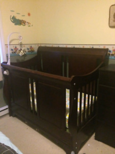 Shermag Convertible Crib with mattress