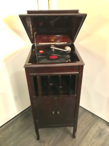 Antique working phonograph comes with some records and needles