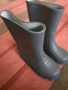 boys size 1 rubber boots.