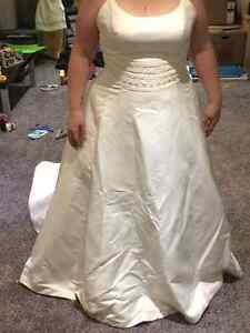 Ivory wedding gown Regina Regina Area image 3
