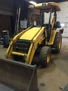 DEERE 110  4x4 . 1800 HOURS ONLY!!