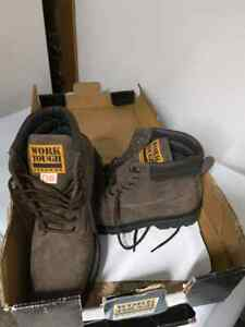Man size 8 steel toe work boots, brand new!