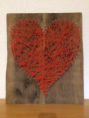 Herz auf altem Brett, String Art - Dekoration, handgefertigt, Holzherz