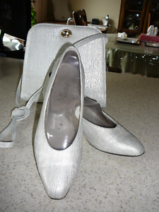 June Wedding? check this size10.5  AA shoes &bag combo!