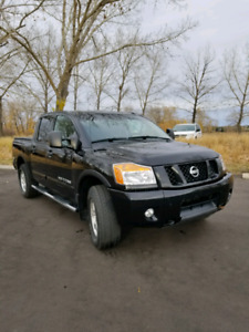 2012 Nissan Titan LOW KMs LEATHER/SUNROOF
