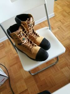 Size 10 safety boots, brand new