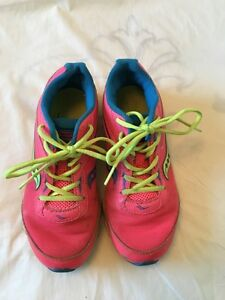 Girls Saucony running shoes Kitchener / Waterloo Kitchener Area image 1