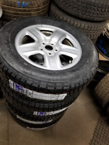 BNew 245 65 17 winters on OEM Toyota Venza rims 5x114.3 / TPMS