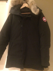 A brand new Canada Goose CHATEAU PARKA Black - size small