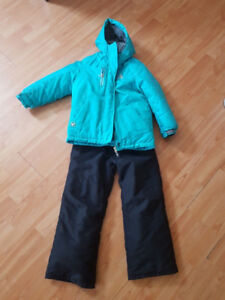 Lightly used snow suit (Girls) size 6X