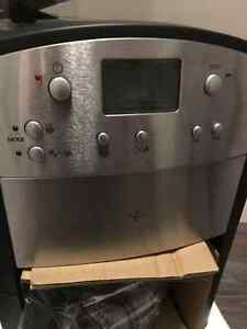 Programable coffee maker with built in grinder St. John's Newfoundland image 4